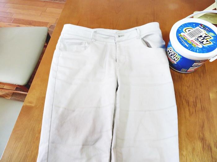 オキシクリーンでホワイトジーンズの汚れを落とす