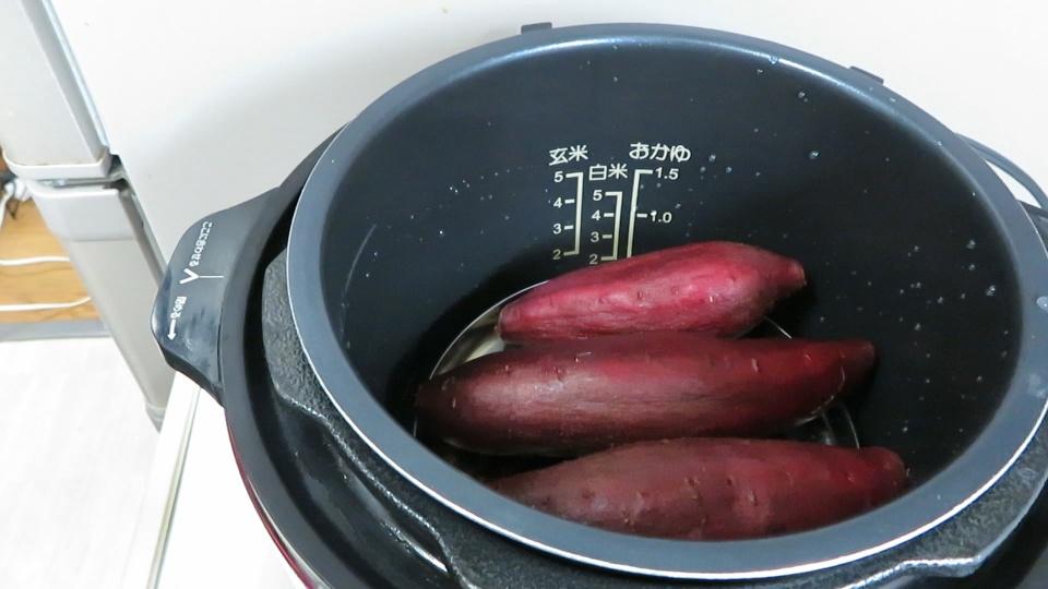 圧力鍋で超時短 ! 揚げないカリカリ・ホクホク大学芋の作り方
