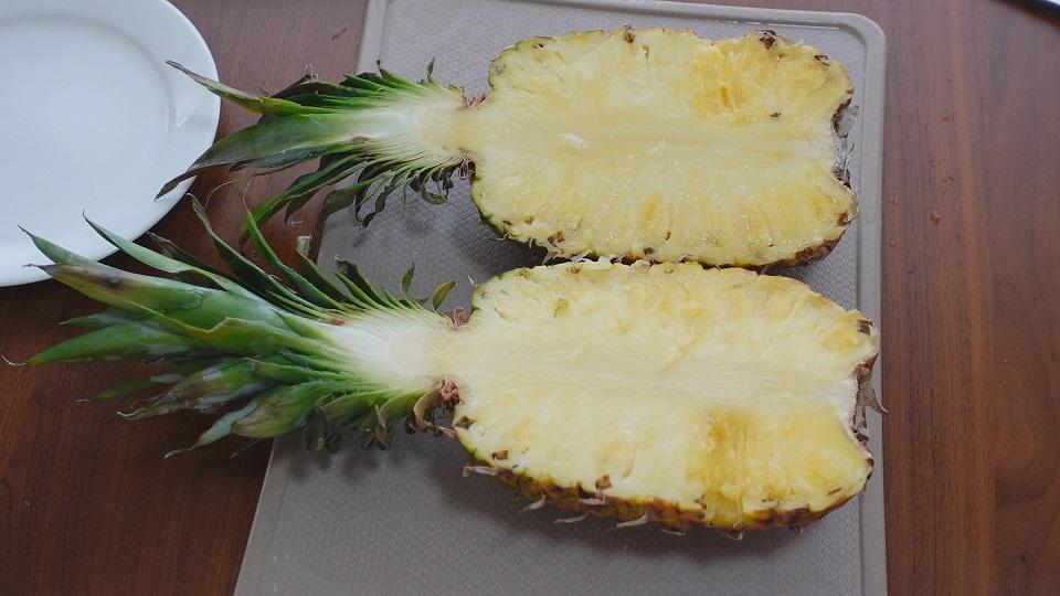 南国風パイナップルの切り方