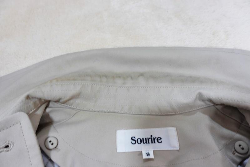 トレンチコートの襟の汚れ