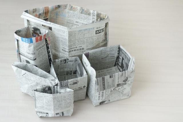 新聞紙のゴミ箱